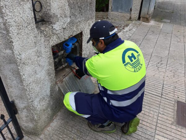 operario-acasa-agua
